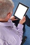 Affärsman som använder en minnestavladator Arkivbild