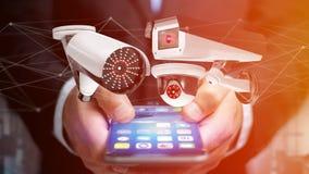 Affärsman som använder en smartphone med ett system för säkerhetskamera och Royaltyfri Fotografi