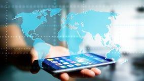 Affärsman som använder en smartphone med en förbindelsevärldskarta - 3d r Arkivfoto