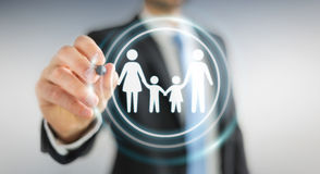 Affärsman som använder familjmanöverenheten med en digital renderi för penna 3D Arkivfoto