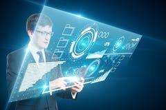 Affärsman som använder minnestavlan med diagram Royaltyfria Foton