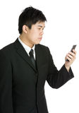 Affärsman som använder mobilen Royaltyfri Bild