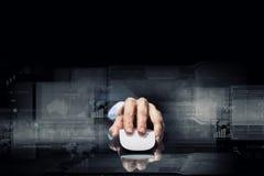 Affärsman som använder musen Royaltyfri Bild