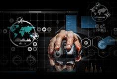 Affärsman som använder musen Blandat massmedia Arkivfoton