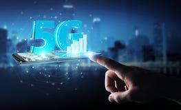 Affärsman som använder nätverket 5G med tolkningen för mobiltelefon 3D Arkivbilder