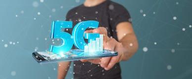 Affärsman som använder nätverket 5G med tolkningen för mobiltelefon 3D Royaltyfri Foto