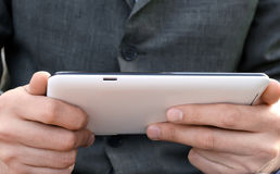 Affärsman som använder tabletdatoren Royaltyfri Fotografi