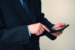 Affärsman som använder tableten Royaltyfri Bild