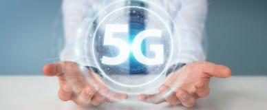 Affärsman som använder tolkningen för manöverenhet för nätverk 5G 3D Arkivbilder