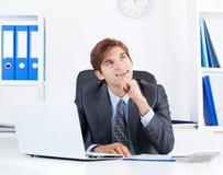 Affärsman som arbetar i kontoret Royaltyfria Foton