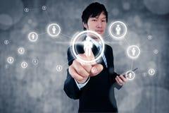 Affärsman som arbetar med digitalt visuellt objekt, personalresurs arkivfoto