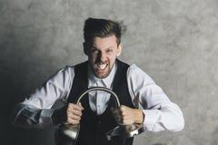 Affärsman som bryter lampan royaltyfri foto