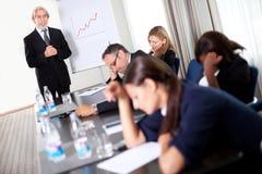 affärsman som diskuterar möteförsäljningsmål Arkivfoto