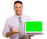 Affärsman som framlägger bärbar datordatoren fotografering för bildbyråer