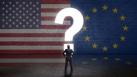 Affärsman som framme står av en vägg med en questionmark och flaggorna av USA och den europeiska unionen arkivfoto