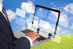 Affärsman som fungerar med bärbar dator Fotografering för Bildbyråer