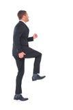 Affärsman som går med hans ben upp Arkivfoto