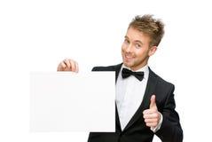 Affärsman som håller copyspace och tummar upp fotografering för bildbyråer