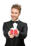 Affärsman som håller gåvaasken Royaltyfri Bild