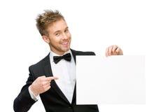 Affärsman som håller och pekar på copyspace royaltyfri bild