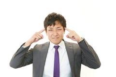 Affärsman som har en huvudvärk royaltyfria bilder