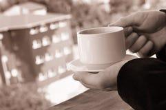 Affärsman som har ett kaffeavbrott Royaltyfria Foton