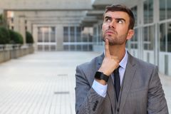 Affärsman som har ett viktigt dilemma Royaltyfri Foto