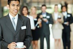 Affärsman som har kaffe royaltyfri bild