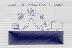 Affärsman som jonglerar uppgifter på kontoret som jonglerar prioriteter a Arkivfoto