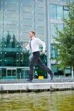 Affärsman som kör till tidsbeställningen Royaltyfri Bild