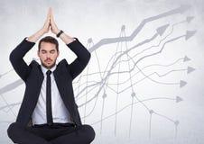 Affärsman som mediterar mot den vita väggen med grafen Royaltyfria Foton