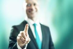 Affärsman som pekar in mot kamera Fotografering för Bildbyråer