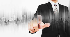 Affärsman som pekar på skärmen som arbetar med modern teknologi Royaltyfri Fotografi