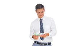 Affärsman som räknar kassa royaltyfri foto