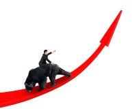 Affärsman som rider den svarta björnen på röd pil upp trendlinje Royaltyfri Bild