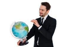 Affärsman som rotera ett jordklot av världen arkivbild