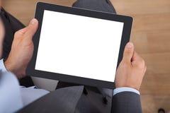 Affärsman som rymmer den digitala tableten Arkivbild