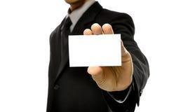 Affärsman som rymmer det Name kortet Arkivfoto