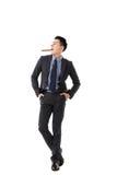 Affärsman som rymmer en cigarr arkivfoton