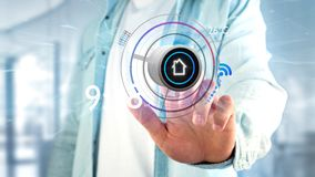Affärsman som rymmer en knapp av en smart app för hem- automation - tolkning 3d royaltyfri fotografi