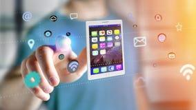 Affärsman som rymmer en minnestavla som omger vid app och den sociala symbolen Arkivfoto