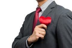 Affärsman som rymmer röd hjärta Arkivfoton