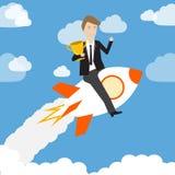 Affärsman som rymmer trofén och rider raket Arkivbild