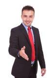 Affärsman som rymmer upp hans hand för en handskakning Royaltyfri Fotografi