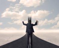 Affärsman som ser vägen 3d som går upp i himlen Royaltyfri Fotografi