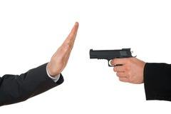 Affärsman som siktar med vapnet till en annan businessperson arkivbild
