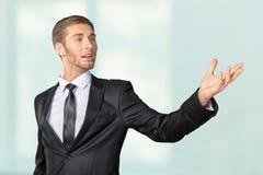 Affärsman som sjunger som om i mikrofon Royaltyfri Fotografi