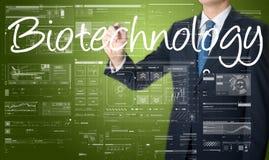 affärsman som skriver teknologisk terminologi på den faktiska skärmen fotografering för bildbyråer