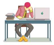 Affärsman som sover på hans kontorsskrivbord Arkivfoto