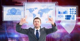 Affärsman som trycker på och påverkar varandra med teknologimanöverenhetspaneler royaltyfri bild